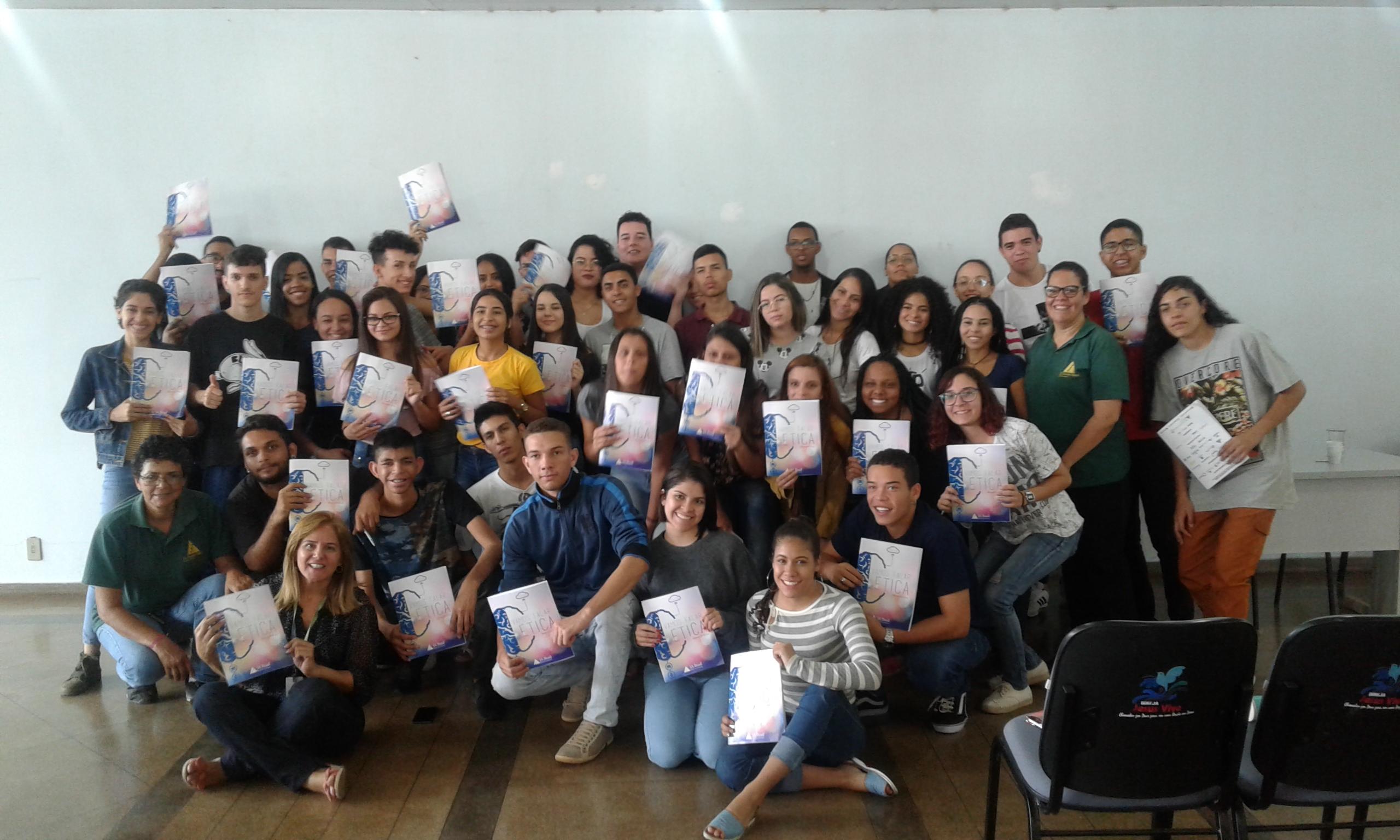 Jovens aprendizes recebem programa de Ética