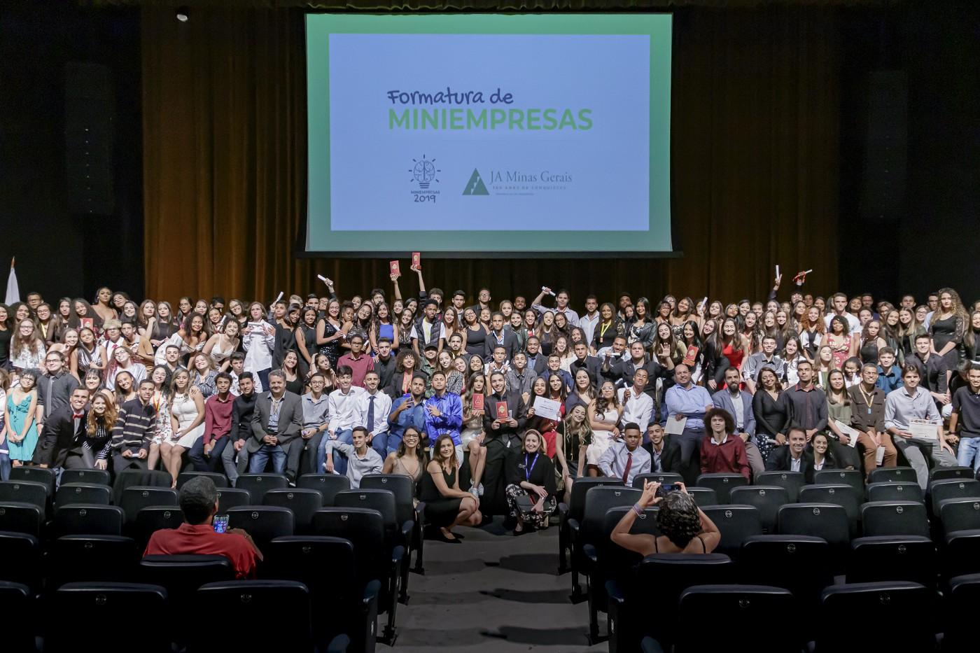 280 novos empreendedores se formam pelo Miniempresa